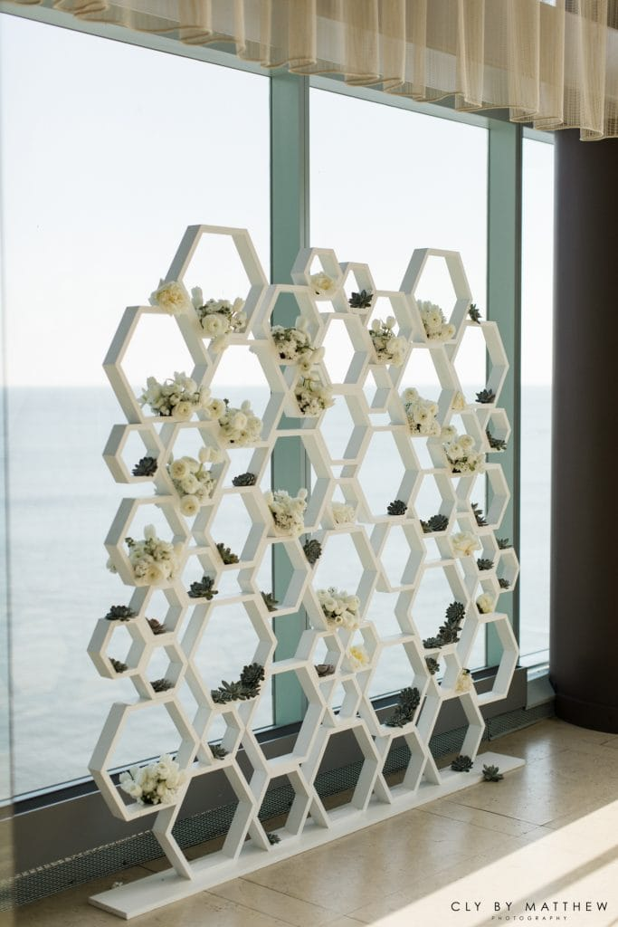The Knot Flower Wall 683x1024 - Details and Decoration