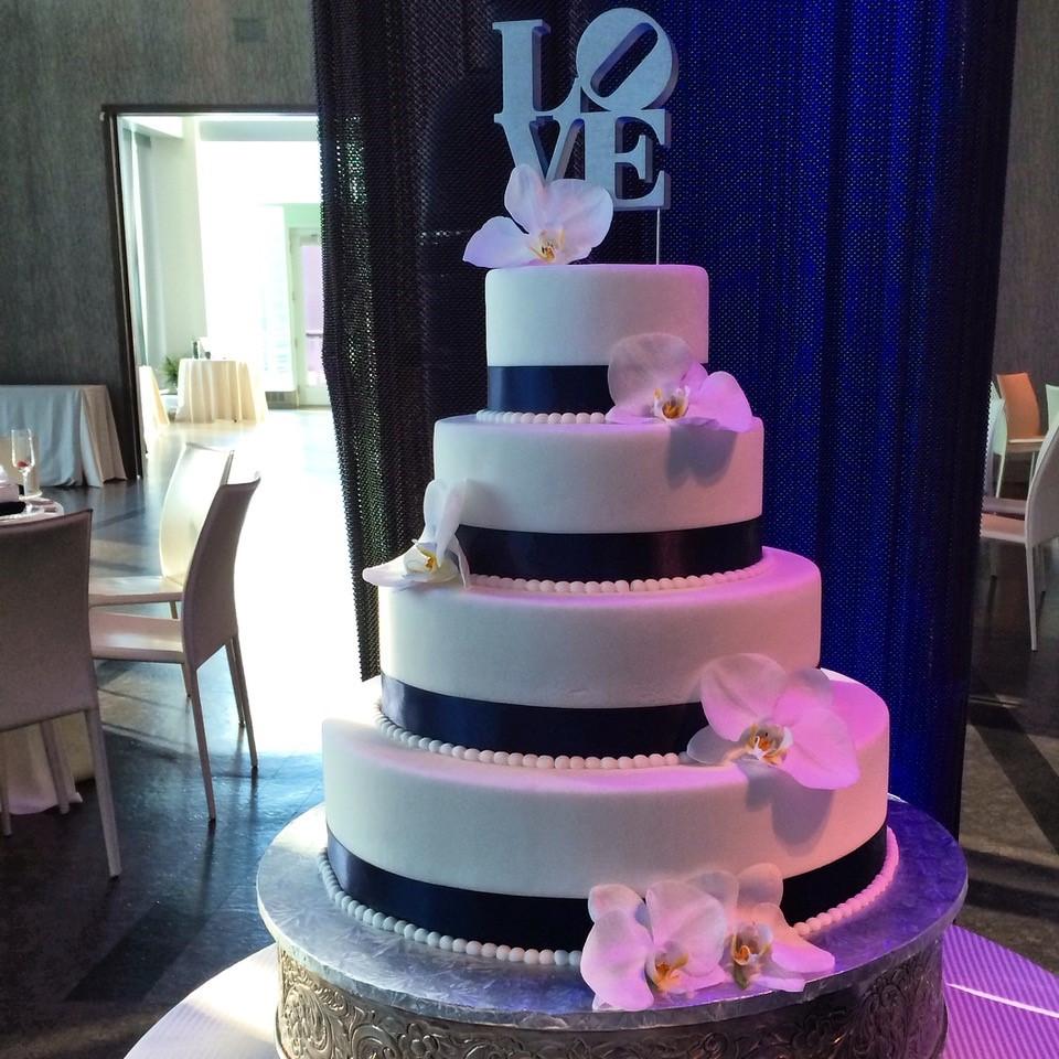 Philly LOVE Cake - Wedding Cake